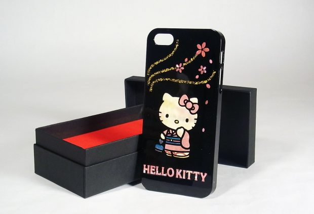 hello-kitty-iphone-case