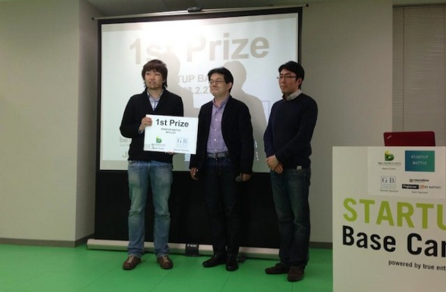From left: Conyacs CEO Naoki Yamada (the 1st prizw winner), Global Brain's Yasuhiko Yurimoto (award presenter), and beSuccess James Jung (award presenter)