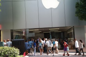 apple-store-japan-iphone-5s-5c-launch16