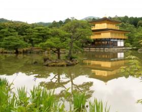 京都の金閣寺、またはゴールデンパビリオン