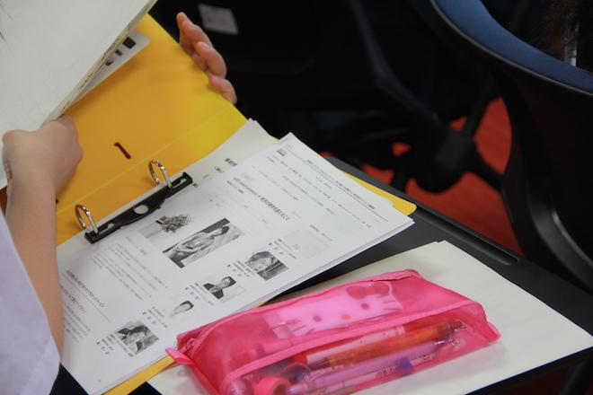 中学生たちは、事前にそれぞれのグループで企業のサービスや起業家のインタビューや経歴などを調べた上で、質問をぶつけた。