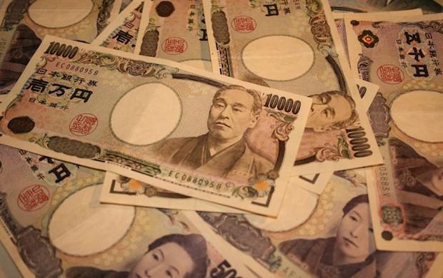 10k-yen-bills