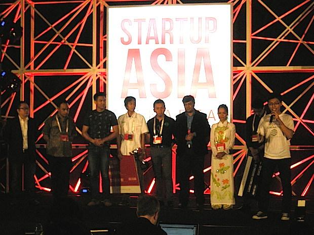startup-arena-award-presenting