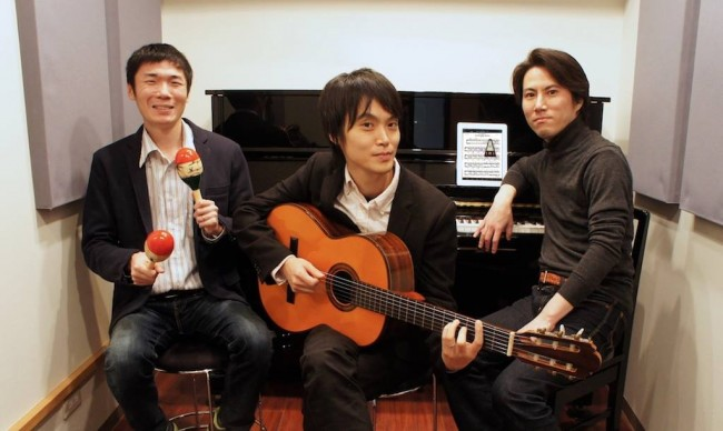 プラスアドの技術顧問に就任した高橋さん(中央)、代表の小池さん(右)、エンジニアの室中さん(左)