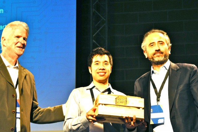 MintScrapsの最高経営責任者Tony Vu氏(中)、USA Pavilion 2015事務総長Doug Hickey氏(左)、Seeds & Chipsの創業者Marco Gualtieri氏(右)