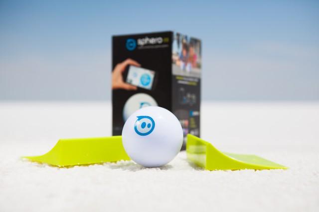 iPhoneと連携させて遊ぶスマートトイ「Sphero」
