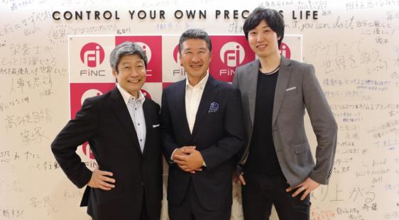 左から、代表取締役副社長 CCO 乗松文夫氏・代表取締役副社長 CFO 兼 CSO 小泉泰郎氏・代表取締役社長 CEO 溝口勇児氏