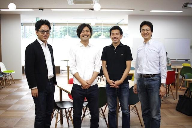 左から:スローガン伊藤豊氏、東京通信社野垣氏、星氏、スローガン前川氏