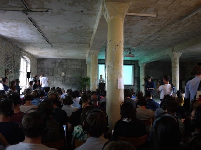 世界のアプリランキングで上位に入り、注目を浴びるベルリン発アフレコアプリ Dubsmashのコーファウンダー Roland Grenke氏のトーク。大勢の観客が詰めかけた。