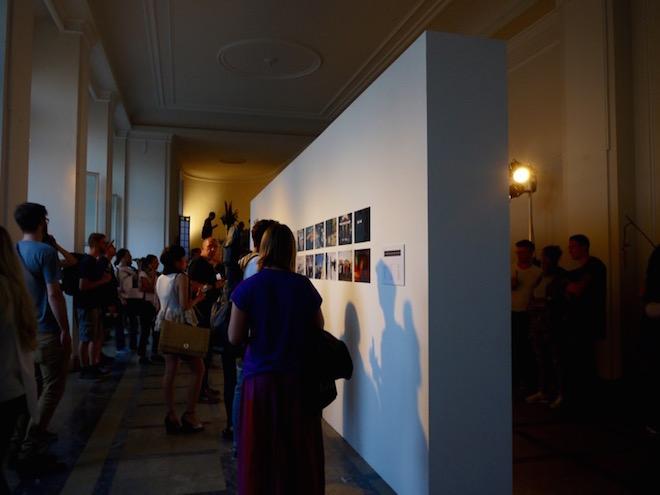写真共有アプリのEyeEmはベルリンをテーマにEyeEm上で共有された写真をピックアップして、展示。