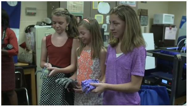 3Dプリンターを使って、Alyssaちゃんのために義手を作った3人の小学生