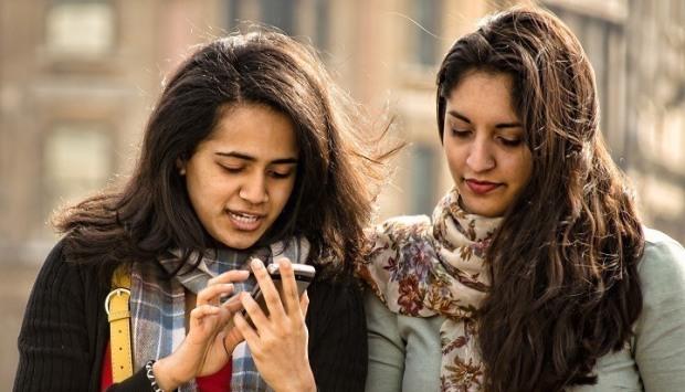 20160119_smartphone-user-india-thumb