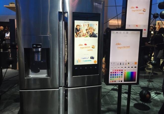 上: Samsung Smart Fridge
