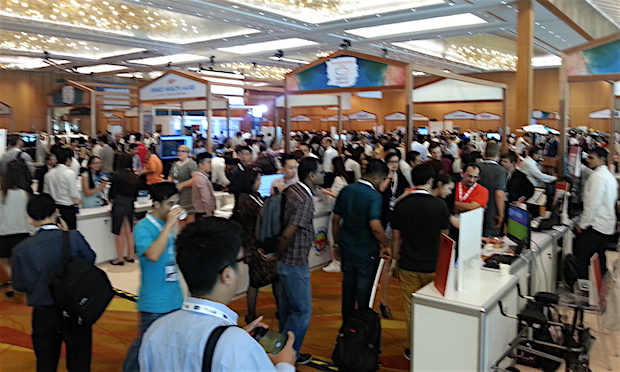 innovfest-unbound-singapore-2016-day1-booth-space-crowd