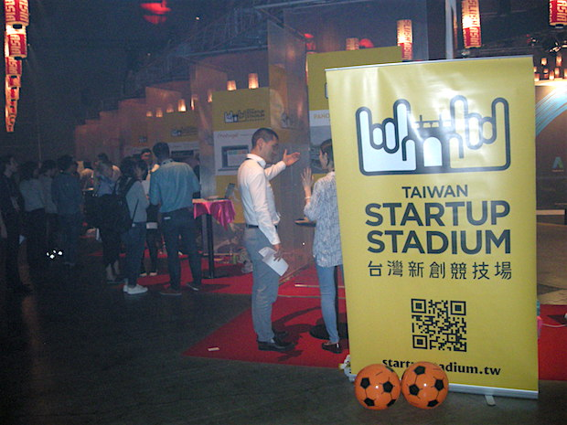 slush-asia-2016-day-1-taiwan-startup-stadium-booths