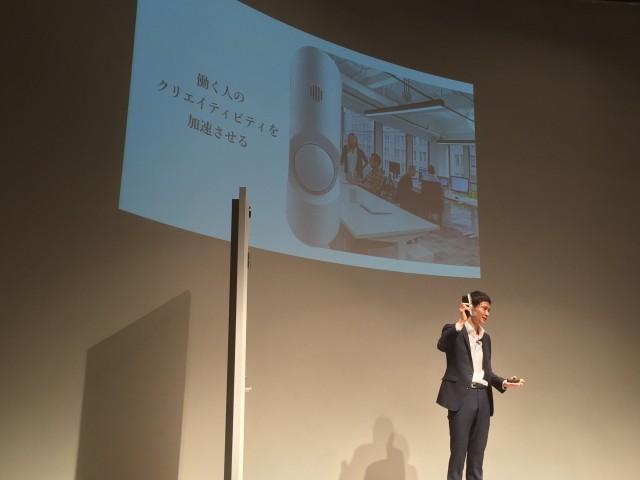新製品を発表するフォトシンス代表取締役 河瀬航大氏