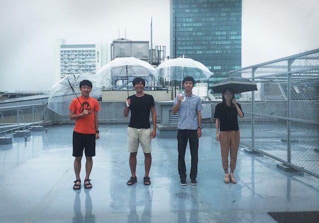 アドワールのメンバー、左から2番めが代表の岡本俊太郎氏