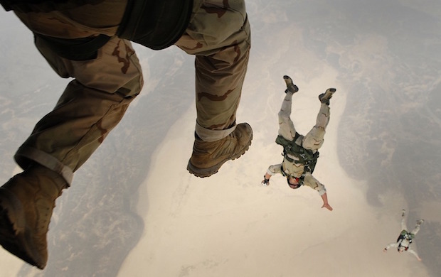 skydiving-fall-crash