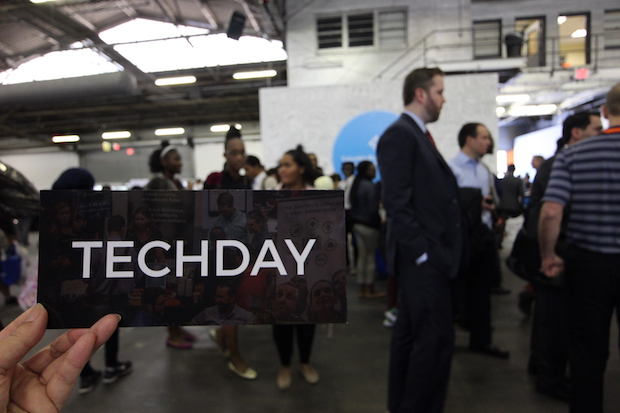techday-nyc-2016-plate-on-hand