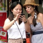 chinese-tourists-phone-call-750x422